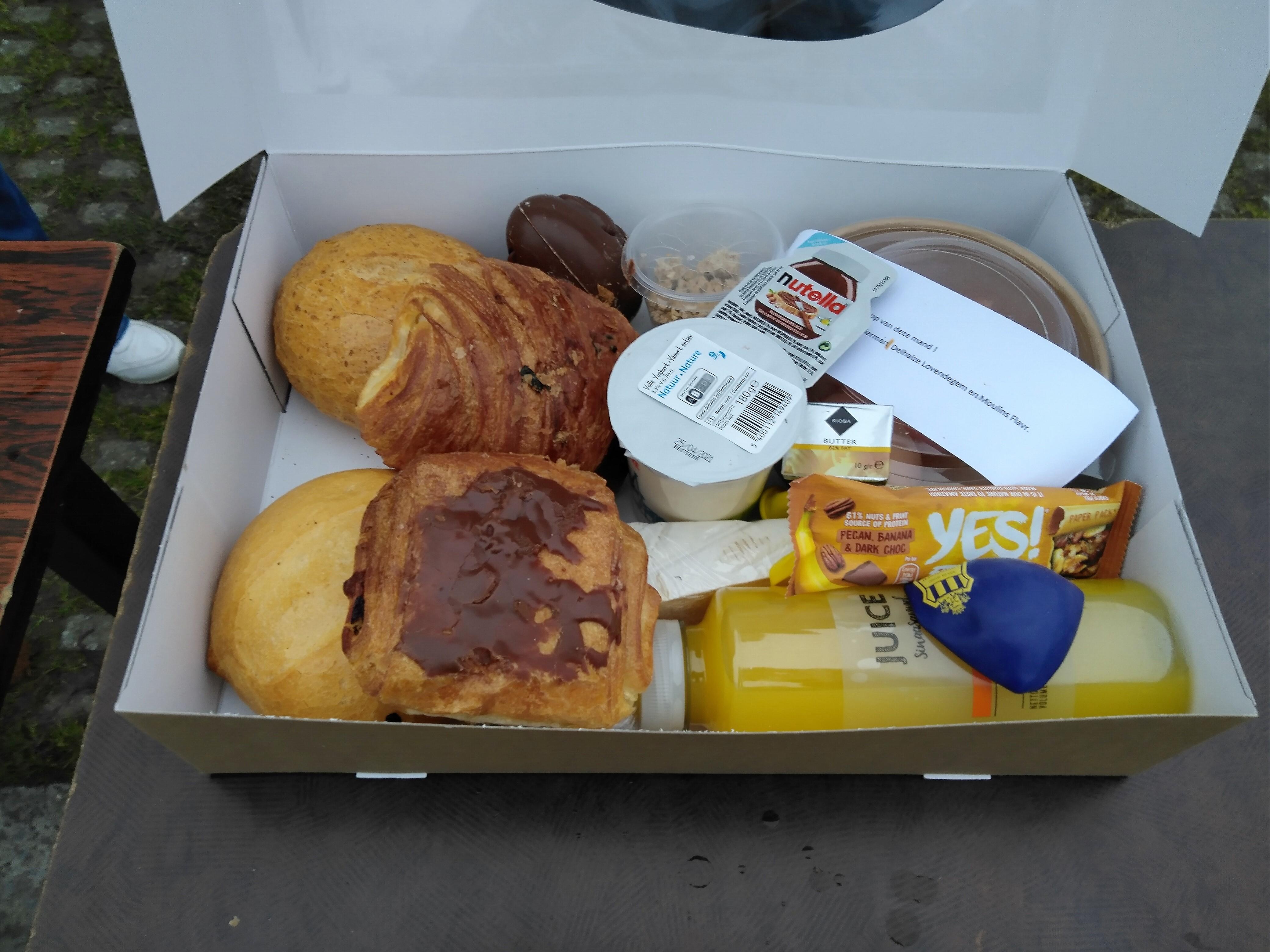Ontbijt, klaar om naar de bestemmeling te vertrekken